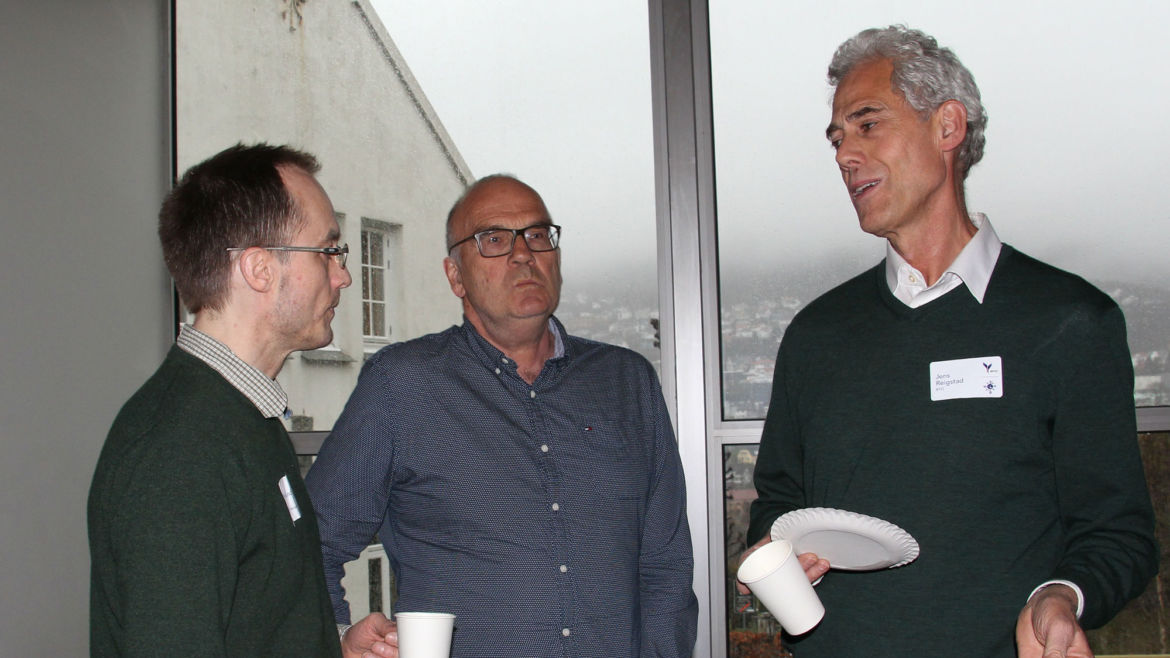 Good discussions between participants. From left: Per Øyvind Enger, Steinar Thoresen and Jens Reigstad.
