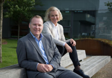 Anders Haugland, Managing Director, BTO and Randi Elisabeth Taxt, Vice President, BTO sitting on a bench.