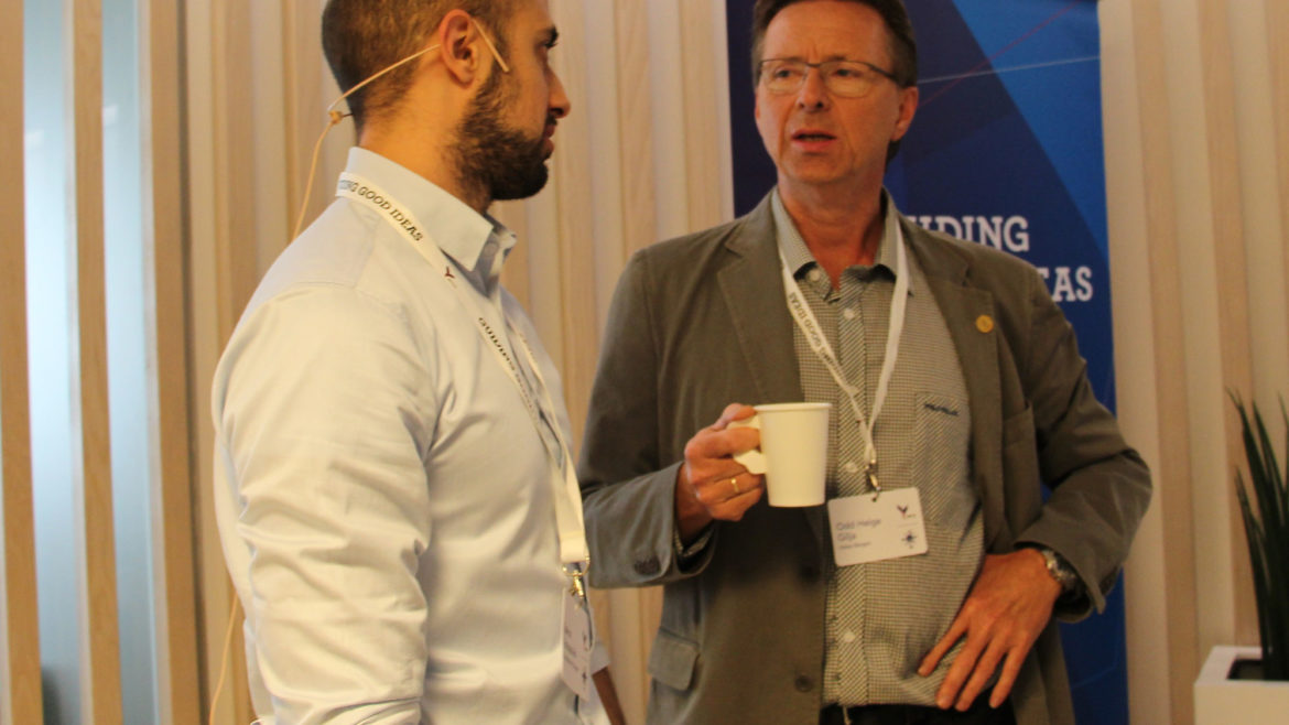 Researcher Spiros Kotopoulis (UiB) and Professor Odd Helge Gilja (UiB) from the MedViz Group in Bergen. Kotopoulis presented also, and showed a number of results from experiments with microbubbles.
