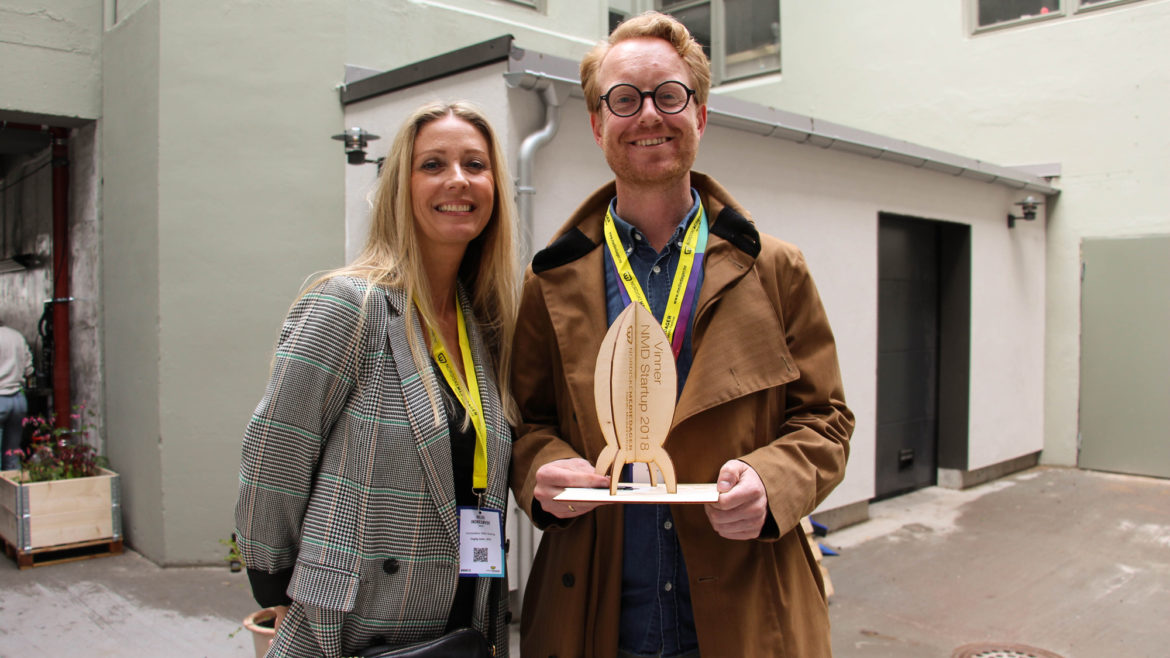 The winner: Erlend Hausken from Soundio received the prize from Hilde Indresøvde.